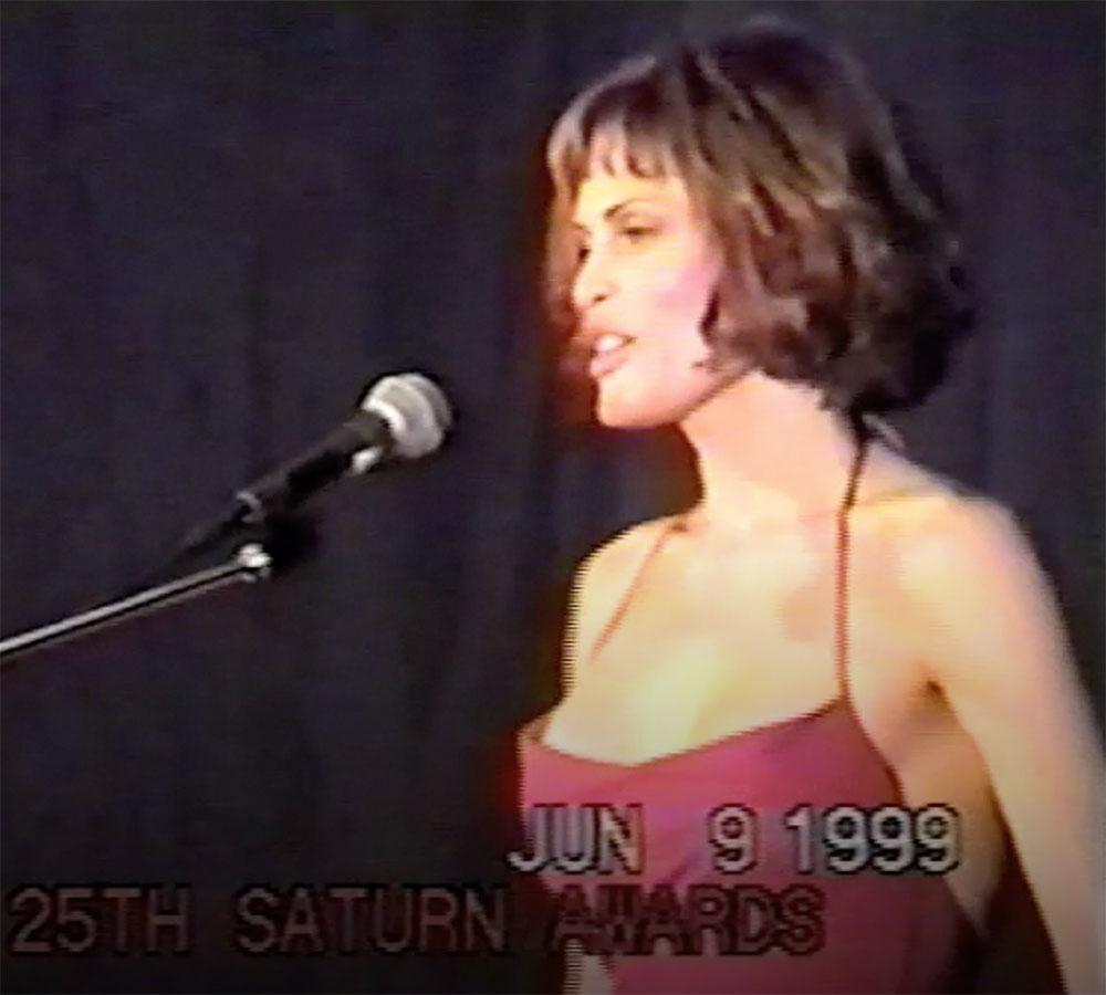 justina-vail-presenting-saturn-award-1999-2